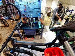Gisler Sport Arosa Ladenlokal Bike Werkstatt Reperatur Hotel Valsana Sportgeschäft Ski Bike Wandern